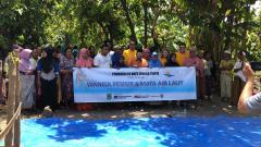 James Cook with Indonesian community